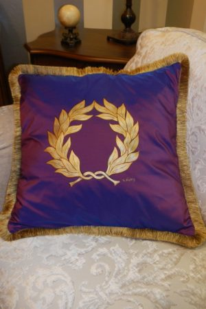 "– Pillow with ""Laurel Wreath"" 2  -1106 MOV"