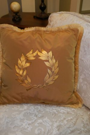 "Pillow with ""Laurel Wreath 2 ""– 1106 BG"